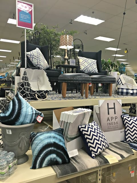 At Home Stores, At Home Back to Campus Collection, How to decorate a guest bedroom on a budget, How to decorate a guest bedroom, How to create a welcoming space, How to decorate a dorm room on a budget, How to decorate a dorm room, Dorm room checklist, dorm room must haves