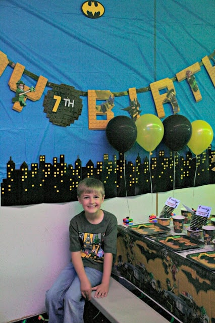Lego Batman Birthday Party, Lego Batman party decor, how to throw a lego batman party, lego batman party decor ideas, 5 ideas for a successful party, how to throw a successful party for kids