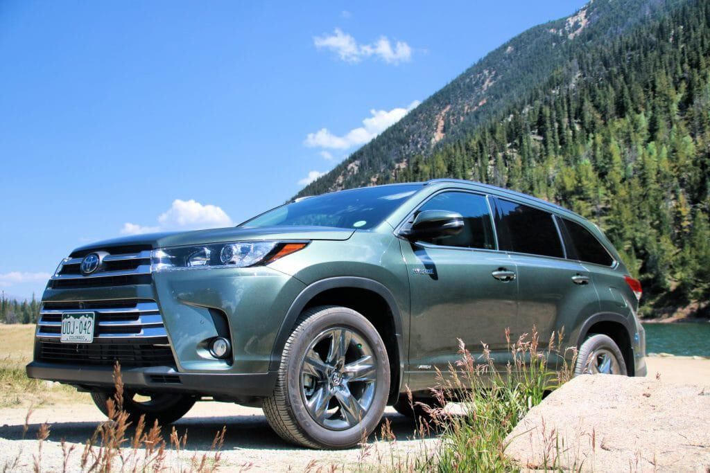 Ulitmate Colorado Day Trip, Day trips in Colorado, Day trips close to Denver, Toyota Highlander Limited Hybrid Review, Features of the Toyota Highlander Limited Hybrid, Toyota Highlander in Colorado Rockies