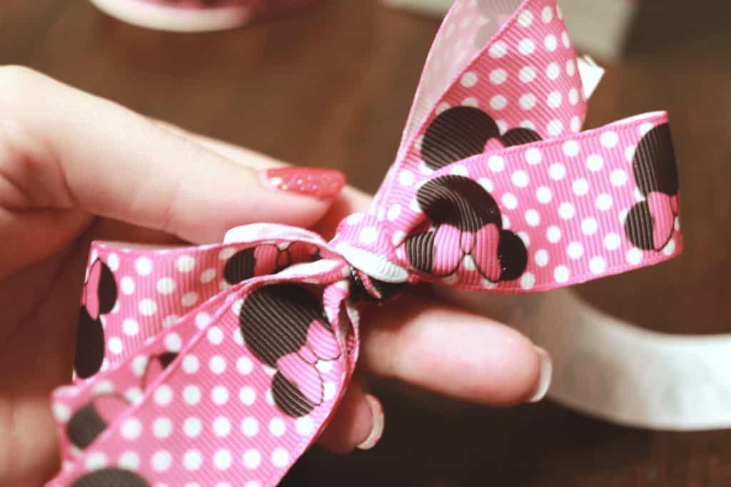 Simple clip hair bow, Simple hair bow tutorial, how to make baby hair bows, baby hair bow maker, hair bow maker, hair bow tutorial, Minnie Bow Be Mine