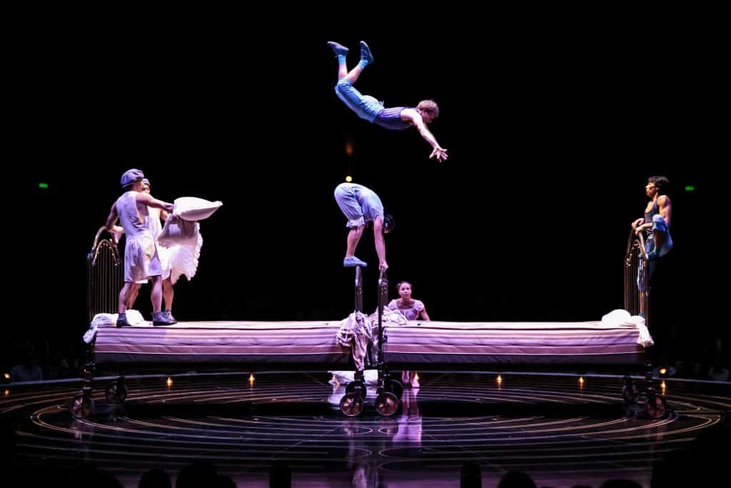 Trampoline Artists in Corteo