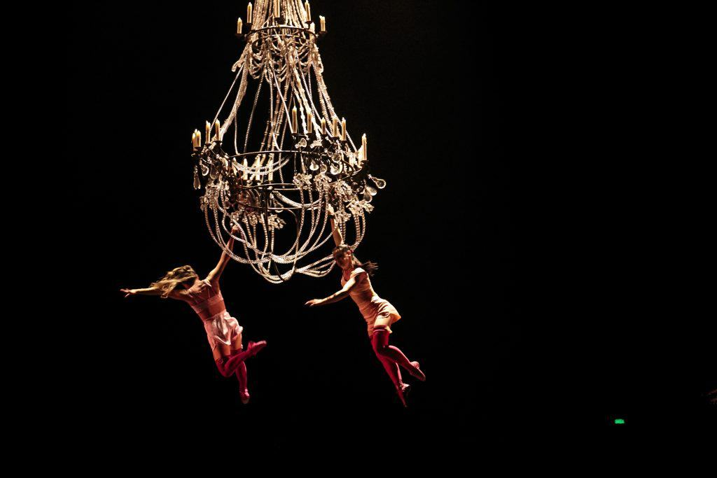 Chandelier Dancing Corteo