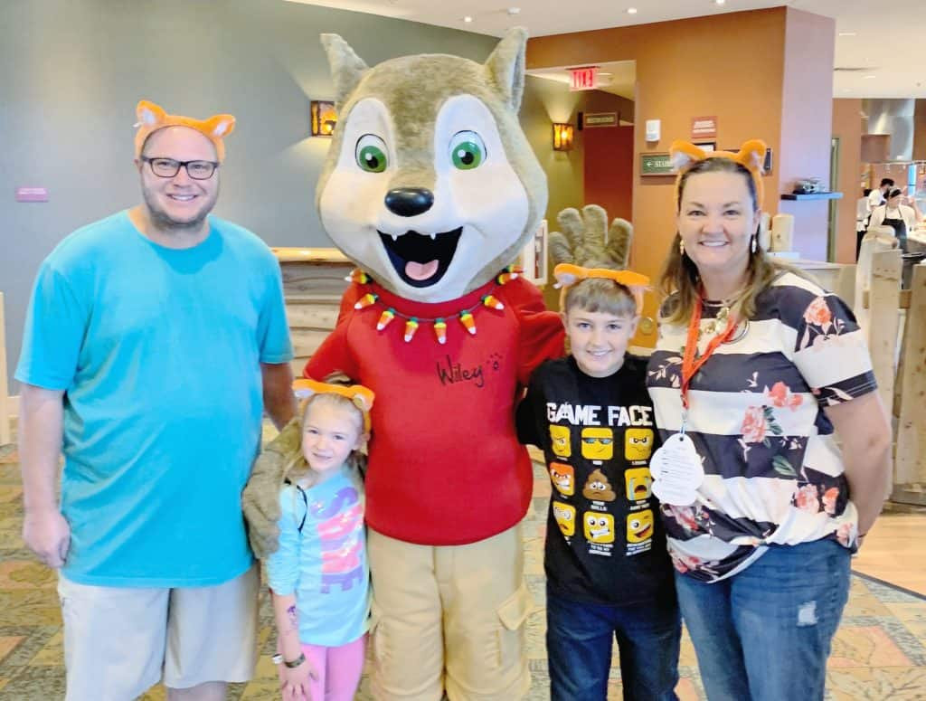 Howl-o-ween family photo great wolf lodge